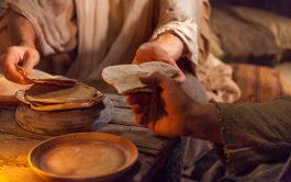 """""""Jesús conocía al que lo iba a entregar y por eso dijo que no todos estaban limpios"""" (Jn 13, 11)…"""