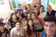 """En la Parroquia Santísimo Sacramento de la ciudad de Tucumán hay un grupo de adolescentes que se llaman """"Misioneros de Corazón Ardiente"""". Junto…"""