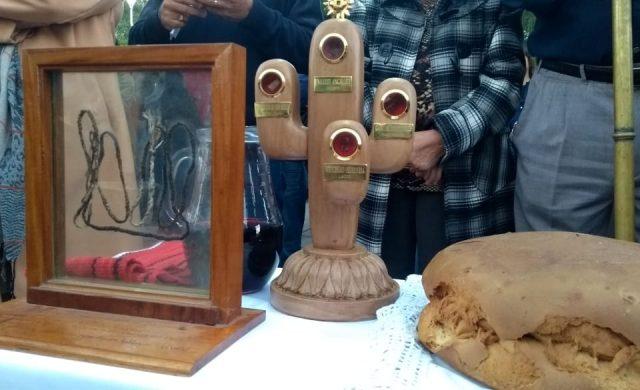En abril del 2019 fue la Beatificación de los mártires riojanos en el Parque de la ciudad, en La Rioja. A Francisco, un joven riojano diseñador de 20 años, se le confió la confección de los relicarios que portarían pequeños fragmentos del cuerpo de los nuevos beatos. Él mismo nos cuenta su historia:  Soy Francisco Hilal, vivo en ciudad…