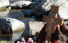 Cuando aparezca una pequeña señal de tristeza; te pido Señor, al menos por este día, que mirando la cruz, la…