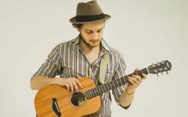 Emanuel es Cordobés, vive en Buenos Aires, y desde chico su pasión por la música fue notable,…