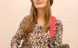 Janise es una cantautora y multi instrumentista santafesina que explora un sonido nuevo y fresco dentro del pop, gracias al…