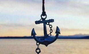 Una mañana, con su barca en la orilla, estaba el viejo marinero. Su mirada, como el mar…
