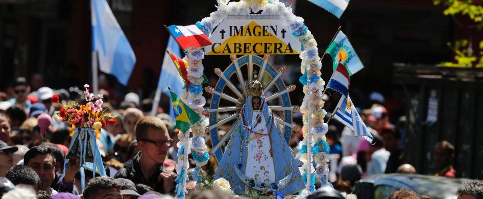 Cada año la Peregrinación Juvenil a Luján despierta nuevas sorpresas y preguntas. Es que son cientos de miles los jóvenes (y no tanto) que caminan 58 kilómetros a pie a la Basílica de la Virgen de Luján, patrona de todos los argentinos. Muchos inician la peregrinación desde sus ciudades y pueblos de todo el país en colectivos, para emprender la…