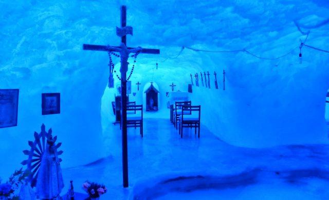 La capilla más austral del mundo está ubicada en una base argentina en la Antártida y lleva el nombre de Nuestra Señora de la Nieves Antárticas. Se trata de una iglesia católica permanente, ubicada en la Base Argentina Belgrano II, está cavada en medio del hielo en esa zona donde las temperaturas alcanzan los -50 ºC.Se encuentra a 1300 km…
