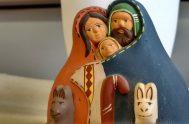 Desde el pesebre de Navidad nace una esperanza nueva. En la sonrisa de un Dios que es niño se asoma, frágil, la luz…