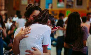 Hay penas que se vuelven nuestras; compañeras de crónicos relatos. Nos abrazan, están. A veces, ahogando, pesando.…