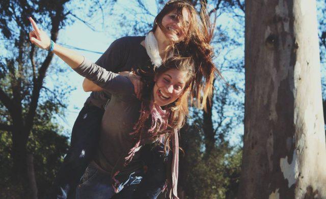 La luz del Señor irradia en nuestros corazones una amplia y pura alegría. Una alegría que nodisminuye a pesar de nuestras cargas, de nuestros sufrimientos. Los santos son personas que han logrado reflejar esa alegría de Dios a pesar de los infortunios y caídas, a pesar de todas las circunstancias en donde Dios pareciera haberse ido. La alegría es un…