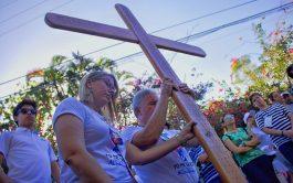 Queridos hermanos: Durante los viernes de Cuaresma les proponemos rezar juntos en este espacio, el Via Crucis. Un camino especial…