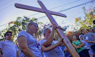 Queridos hermanos: Durante los viernes de Cuaresma les proponemos rezar juntos en este espacio, el Via Crucis.…