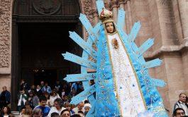 ¿Qué tendrá la Virgencita de Luján, que tanta gente acude a ella? Quizás sean su simpleza y su sencillez. La…