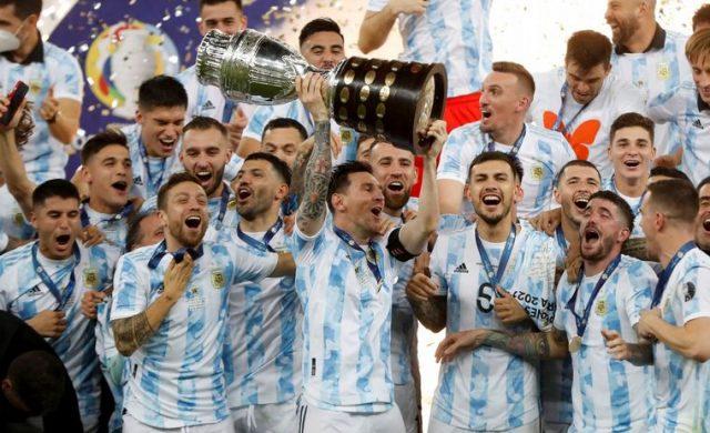 """En todo Dios nos habla. Fue un gran fin de semana para los argentinos que amamos el futbol. Bueno, a decir verdad yo… suelo ver mundiales y campeonatos donde juega la selección y nada más. Pero disfruto mucho ese sentirnos """"uno"""" tirando para el mismo lado, hinchando a un solo equipo: nuestro país. Seguramente en este campeonato podremos ver cosas…"""