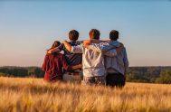 ¿Qué es ser amigo? Saber mirar a otro, conocerle la alegría y el dolor a lo lejos. Saber callar para no dañar y…